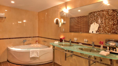Kempinski Grand Arena Hotel Bansko Alpine Suite Bathroom