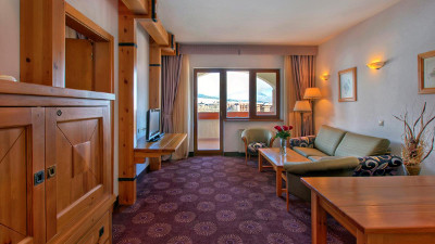 Kempinski Grand Arena Hotel Bansko Deluxe Suite Living Room